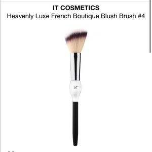 NIB IT heavenly luxe French boutique blush brush